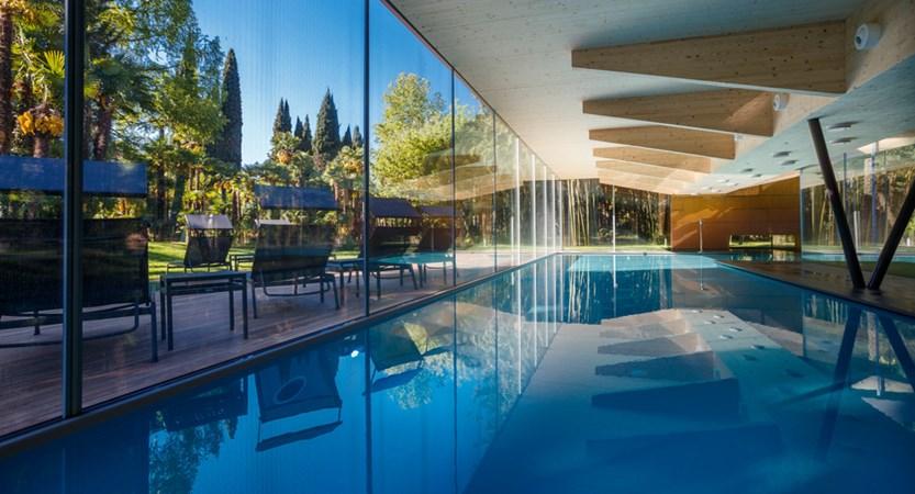 Du Lac Et Du Parc Hotel Indoor Pool.JPG