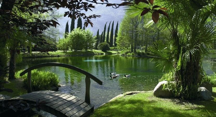 Du Lac Et Du Parc Hotel Pond.JPG