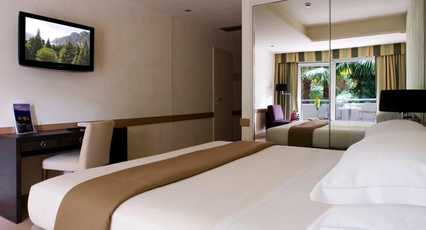 Du Lac Et Du Parc Hotel Parc Room 2.jpg