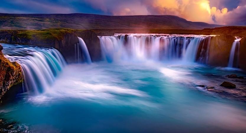 Godafoss_Waterfall.jpg
