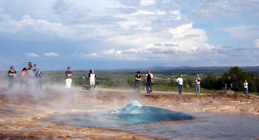 Golden_Circle_Geysir.jpg
