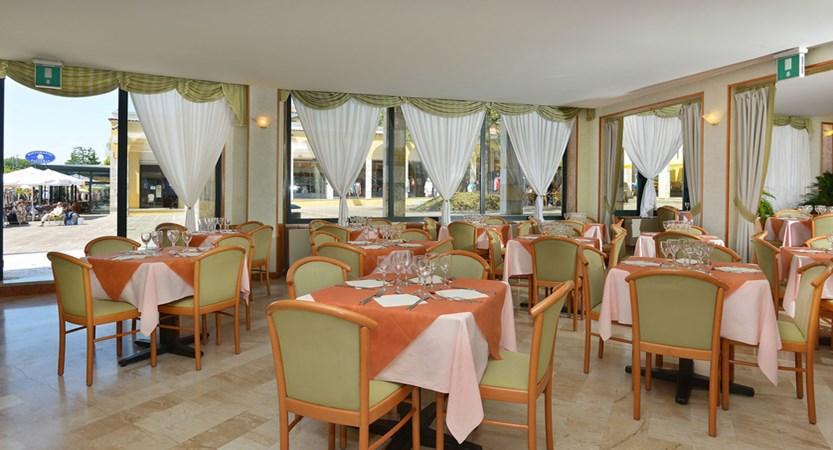 Hotel Du Lac, Gardone Riviera, Lake Garda, Italy - Restaurant.jpg