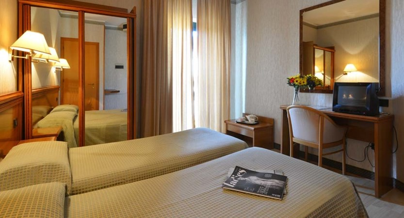 Hotel Du Lac, Gardone Riviera, Lake Garda, Italy - Bedroom.jpg