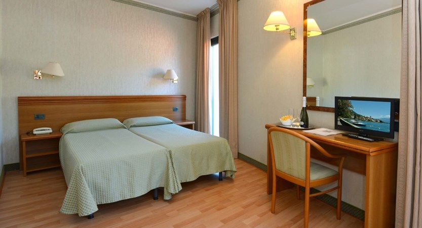 Hotel Du Lac, Gardone Riviera, Lake Garda, Italy - Bedroom2.jpg
