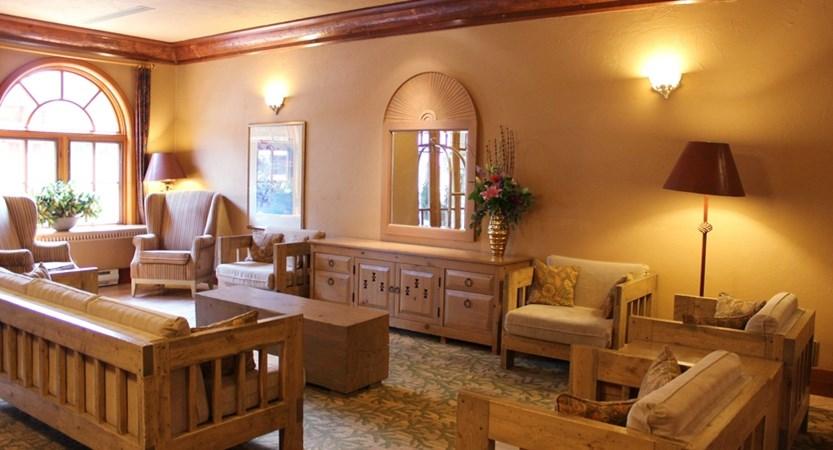 152_Banff_Caribou_Lodge_Lobby_Sitting_Area.jpg