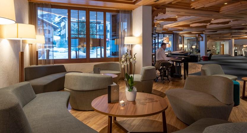 sunstar-hotel-grindelwald-lobby-with pianist 02.jpg