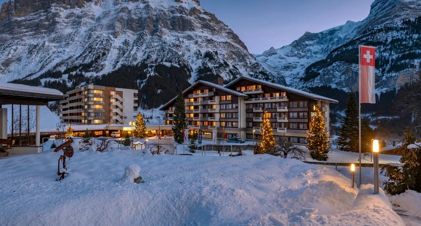 sunstar-hotel-grindelwald-winter-aussenansicht-03.jpg