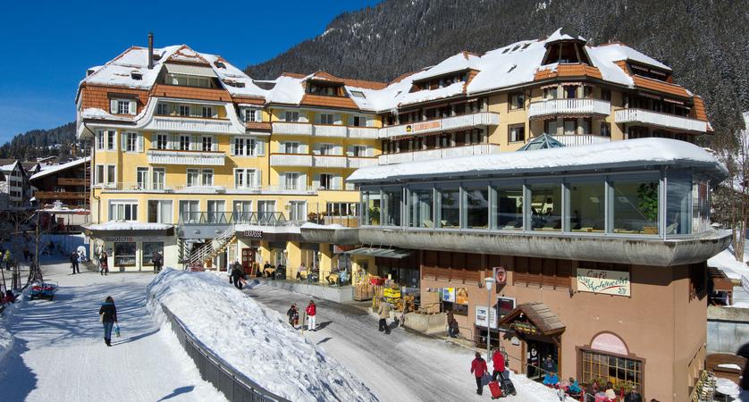 1 Hotel Silberhorn Wengen winter.jpg