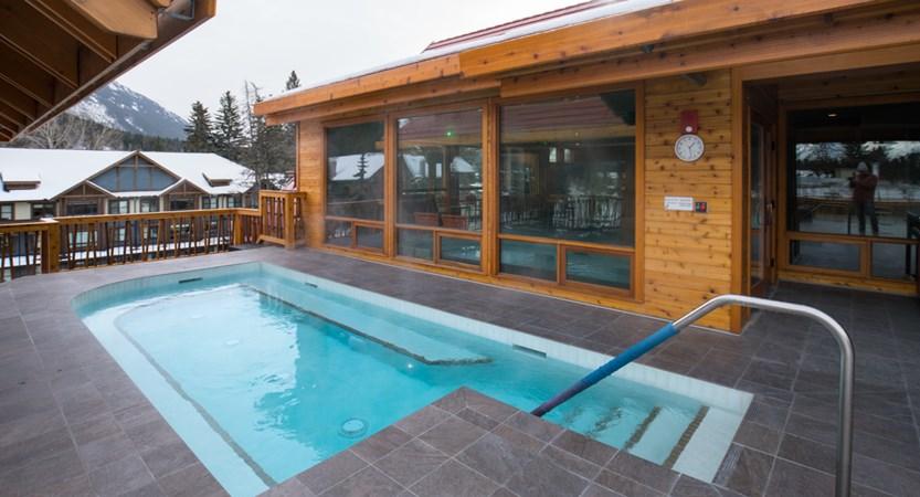 162_Moose_Hotel_and_Suites_Rooftop_Hot_Pool_Winter.jpg