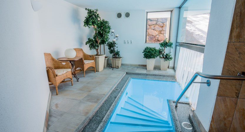 indoor entrance to outdoor pool.jpg