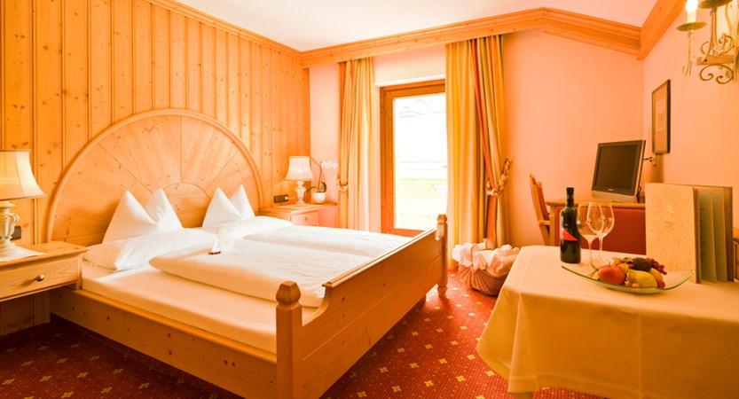 OBG4843_E&G bedroom.jpg