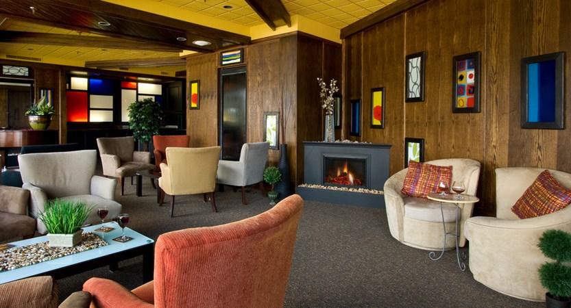 Chateau Jasper - Lounge.jpg