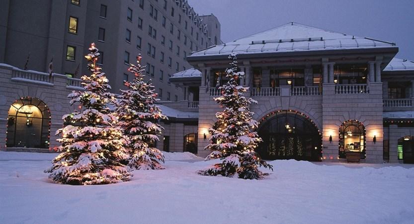 Hotel_Entrance_in_Winter_holiday_season_478222_high.jpg