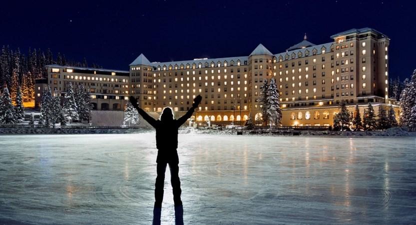 Winter_Night_Exterior_Hockey_939310_high.jpg