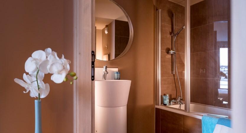 Suite - bathroom.jpg