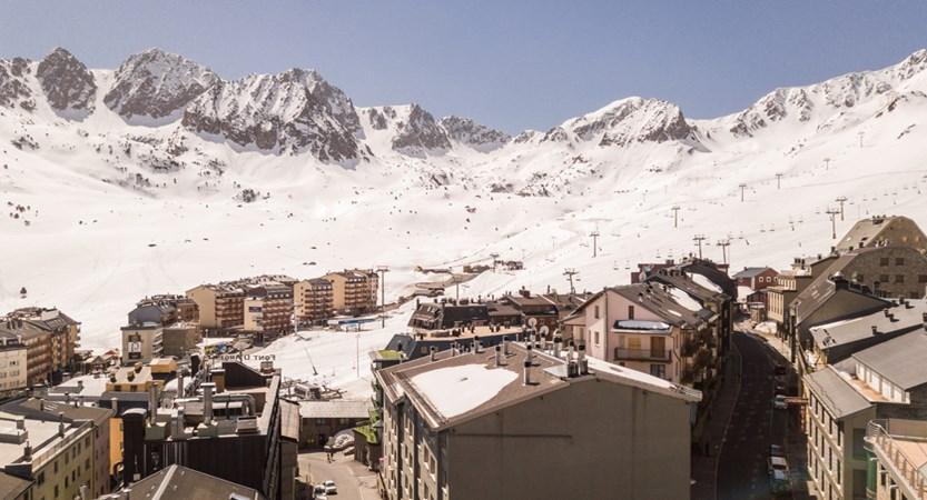View of slopes of Pas de la Casa.jpg