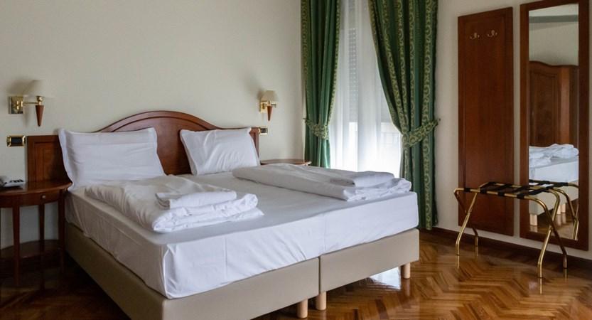 Hotel Villa Galeazzi, bedroom.jpg