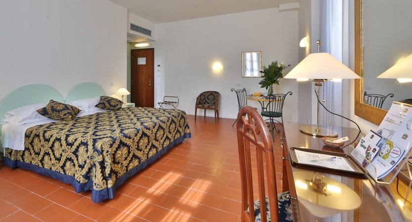 Hotel_D'Annunzio_Bedroom.JPG