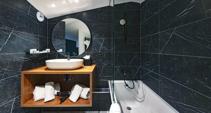 CF7 - Family Room salle de bains ambinace.JPG
