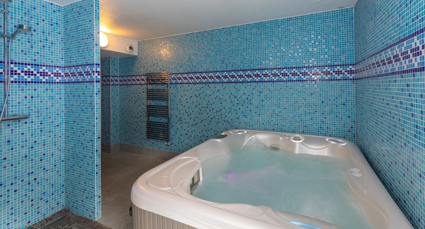 Isabelle hot tub 2.jpg