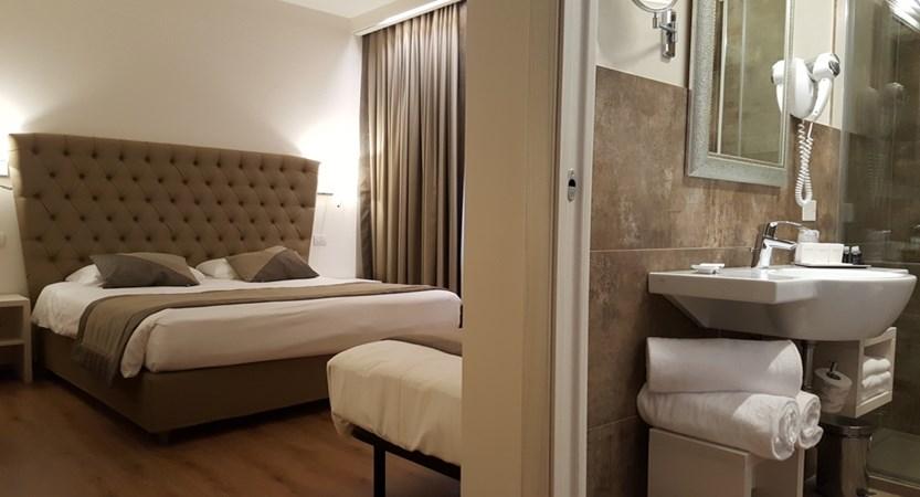 Hotel_Villa_Costanza_Room_Bathroom.jpg