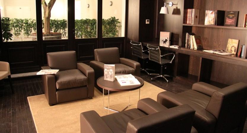 Hotel_Palazzo_Sitano_Lounge.JPG