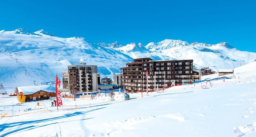 Hameau de Borsat and mountains.jpg