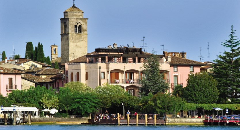 Catullo, Exterior from lake.jpg