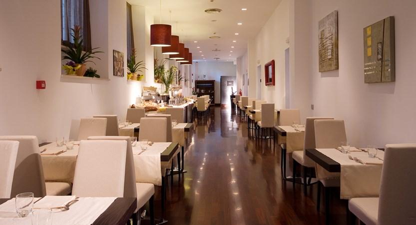 Hotel_Excel_Montemario_Dining.jpg