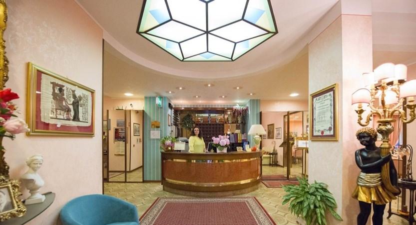Hotel Cristallo, Reception
