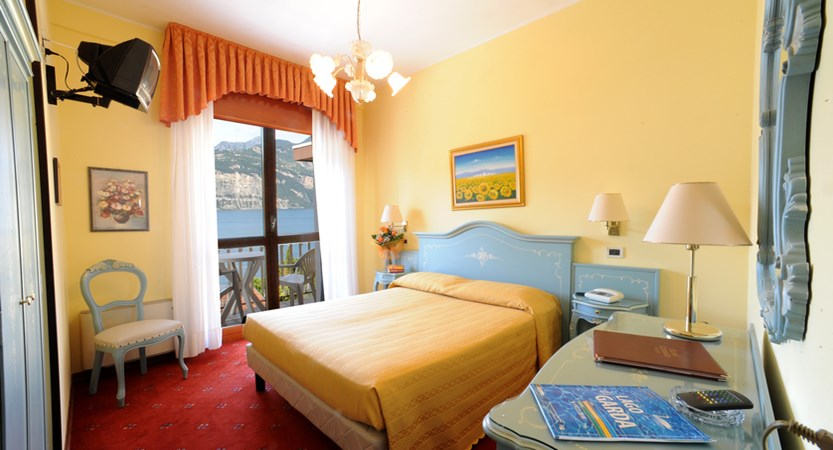 Hotel Cristallo, Bedroom With Lake View