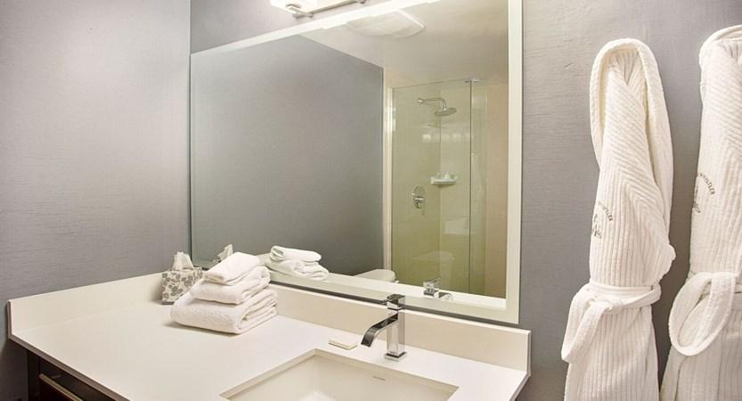 Pinnacle bathroom.jpg