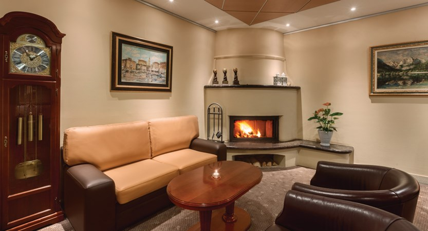 Ramada Resort Kranjska Gora - Fireplace Lounge