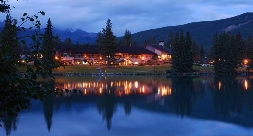 Main_Lodge_Summer_Twilight_479912_high.jpg