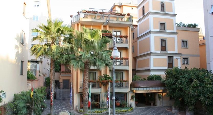 Hotel_Michelangelo_Exterior (1).JPG