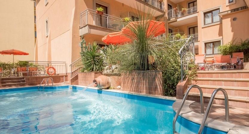 Hotel_Michelangelo_Pool.jpg