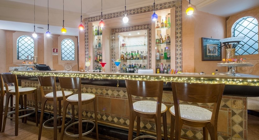 Hotel_Michelangelo_Restaurant.jpg