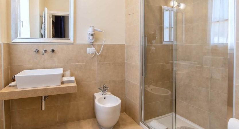 VOI_Donna_Camilla_Savelli_Classic Bathroom.jpg