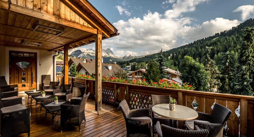 Hotel Diamant, Terrace and Mountain View
