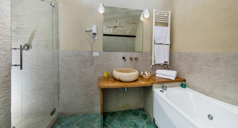 Locanda_di_San_Martino_Bathroom.jpg