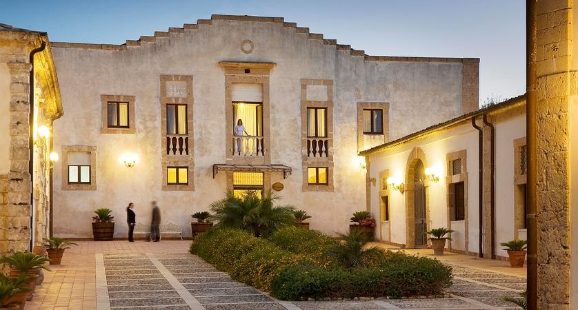 Hotel_Villa_Favorita_Outside_View.jpg