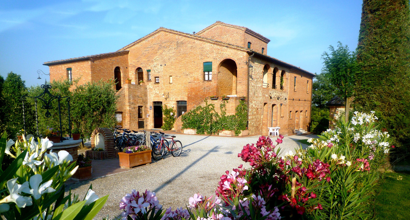 Montepulciano_Country_Resort_Outside.jpg
