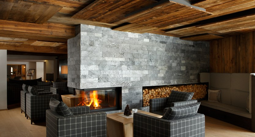 Col Alto Lounge and fire place.jpeg