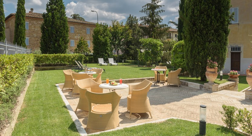 Hotel_Residence_San_Gregorio_Outdoor_terrace.jpg