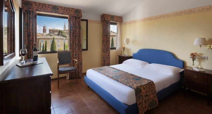Hotel_Residence_San_Gregorio_Bed_Room.jpg