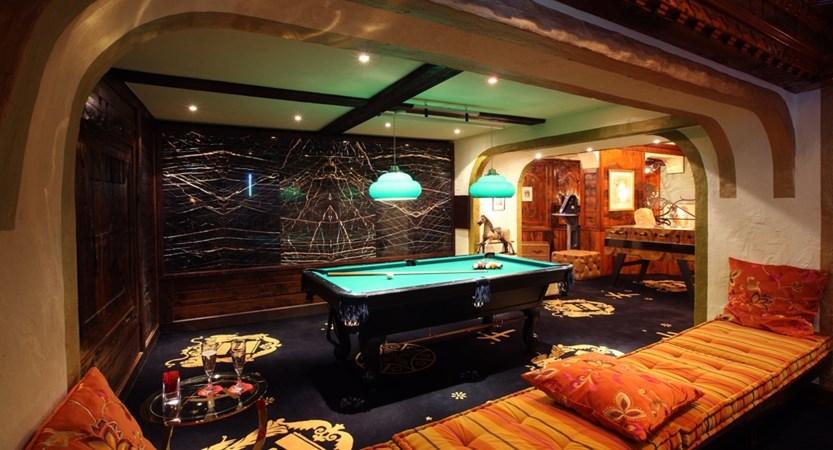 Hotel alex zermatt snooker bar