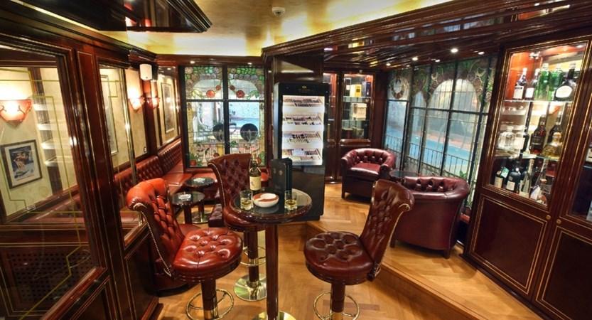 Hotel alex zermatt bar