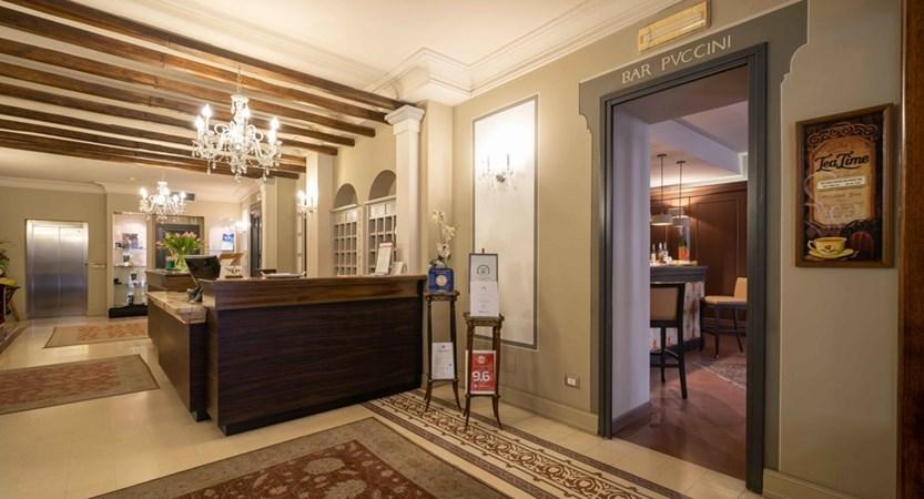 Hotel_San_Luca_Palace_Hall.jpg