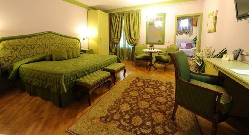 Hotel_San_Luca_Palace_Junior_Suite.JPG