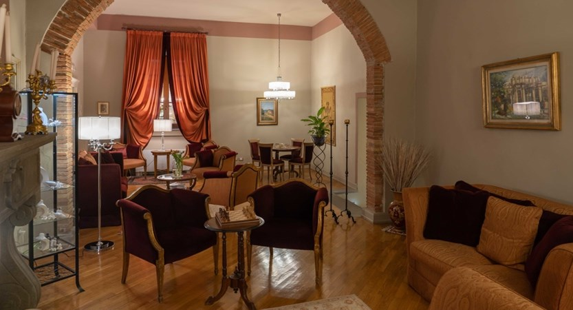 Hotel_San_Luca_Palace_Lounge.jpg